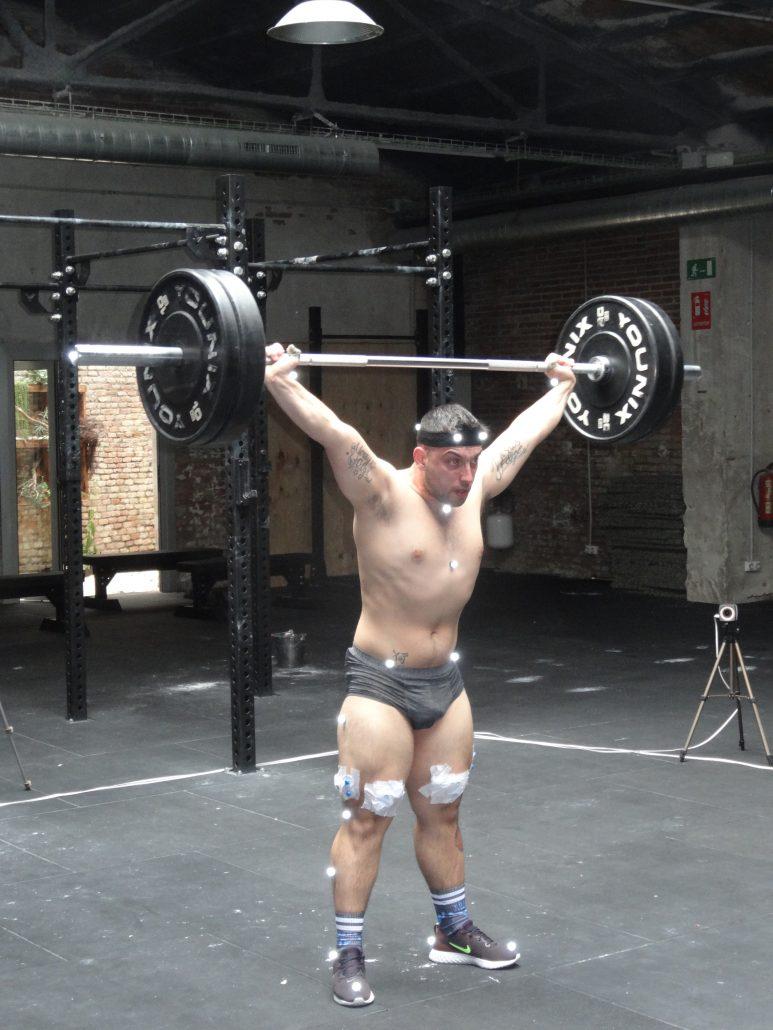 El Institut Català del Peu realiza a Yosua Fernández, campeón de Cataluña de halterofilia, un análisis del rendimiento deportivo.
