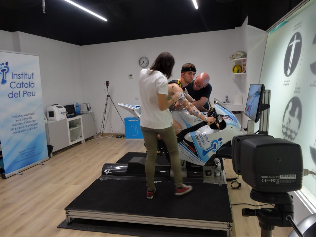 THE INSTITUT CATALÀ DEL PEU CONDUCTS A BIOMECHANICAL ANALYSIS TO THE RIDER JOHN MCPHEE.