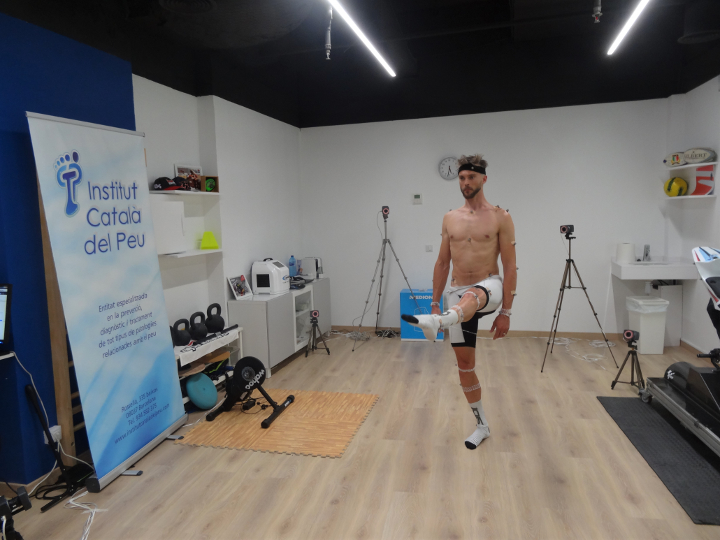 THE INSTITUT CATALÀ DEL PEU CONDUCTS A BIOMECHANICAL ANALYSIS TO THE BICYCLE RIDER LEON CAMIER.