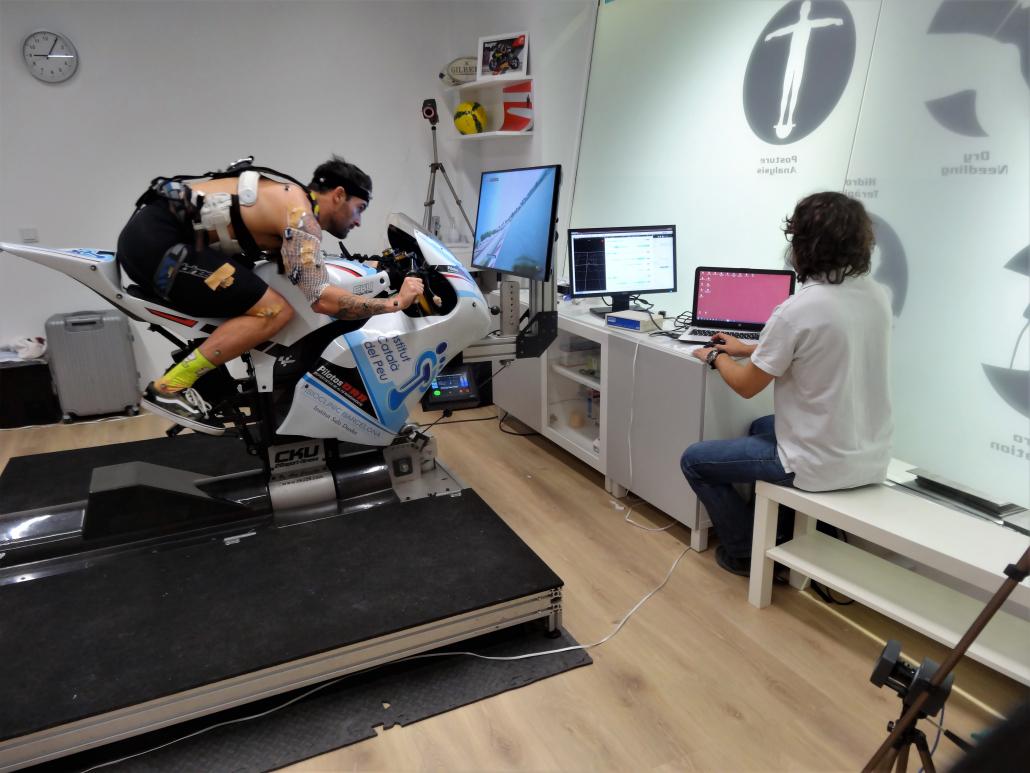 El Institut Català del Peu realiza un análisis biomecánico al piloto Xavi Forés